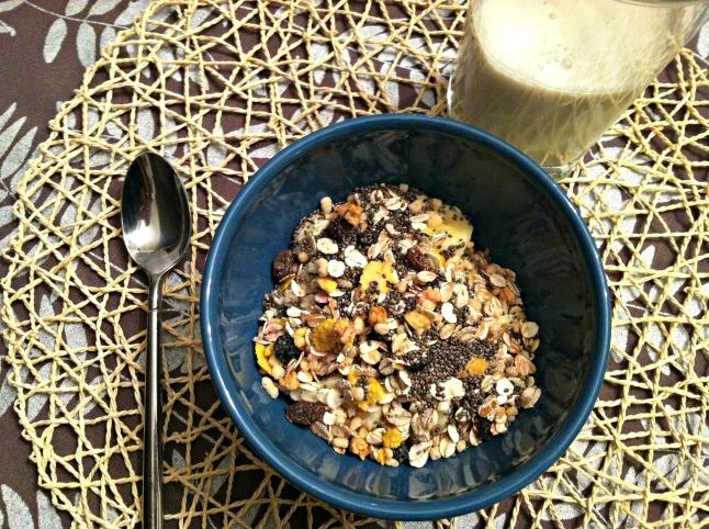 Greek yogurt and muesli bowl