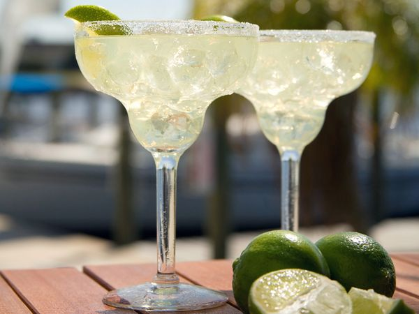 margarita-drink-beach_22442_600x450